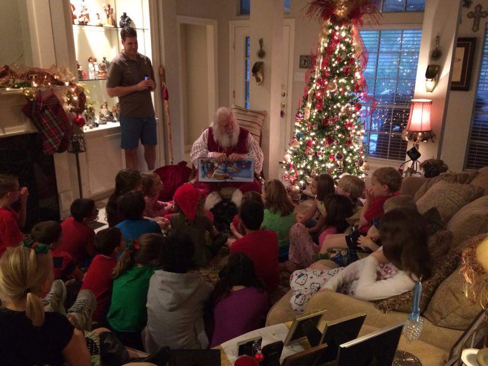 Santa_Reading_To_Kids